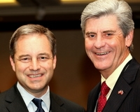 Gov Sean Parnell and Lt Gov Phil Bryant -crop3- IOGCC 10-5-09 by Dave Harbour 10-5-2009 5-33-51 AM