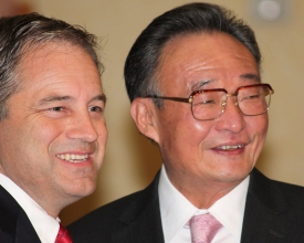 Governor-Parnell---Chairman-Wu-Bangguo-9-12-09-by-Dave-Harbour-027-crop